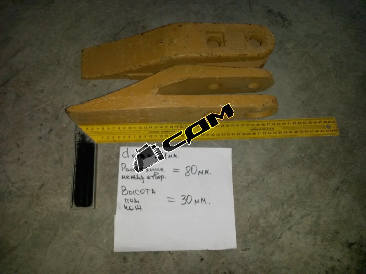 Зуб ковша погрузчика CDM855 (центральный) болтовое крепление  511101D